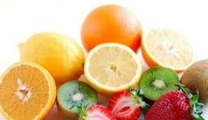 多吃富含维生素C的食物,如柑橘类水果,能帮助肝脏解毒及代谢。